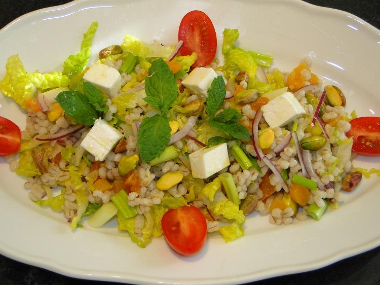 Pistasj-salat med bygg