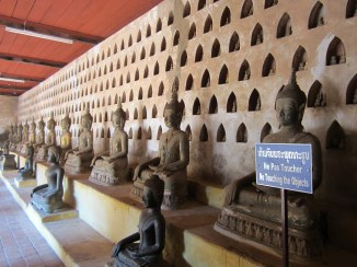 LOTS of buddhas.