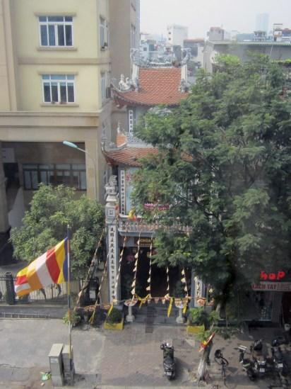 Chùa Tiên Tích (opposite Mercure Hotel Hanoi la Gare)