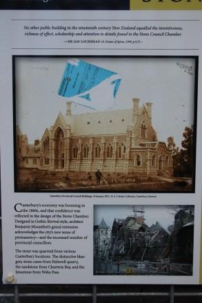 Další budova v centru, která byla poničená zemětřesením