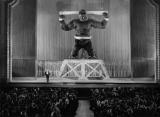 Denham stellt Kong zur Schau ...
