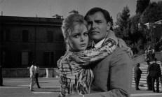 Nora Davis (Letícia Román) und Marcello Bassi (John Saxon)