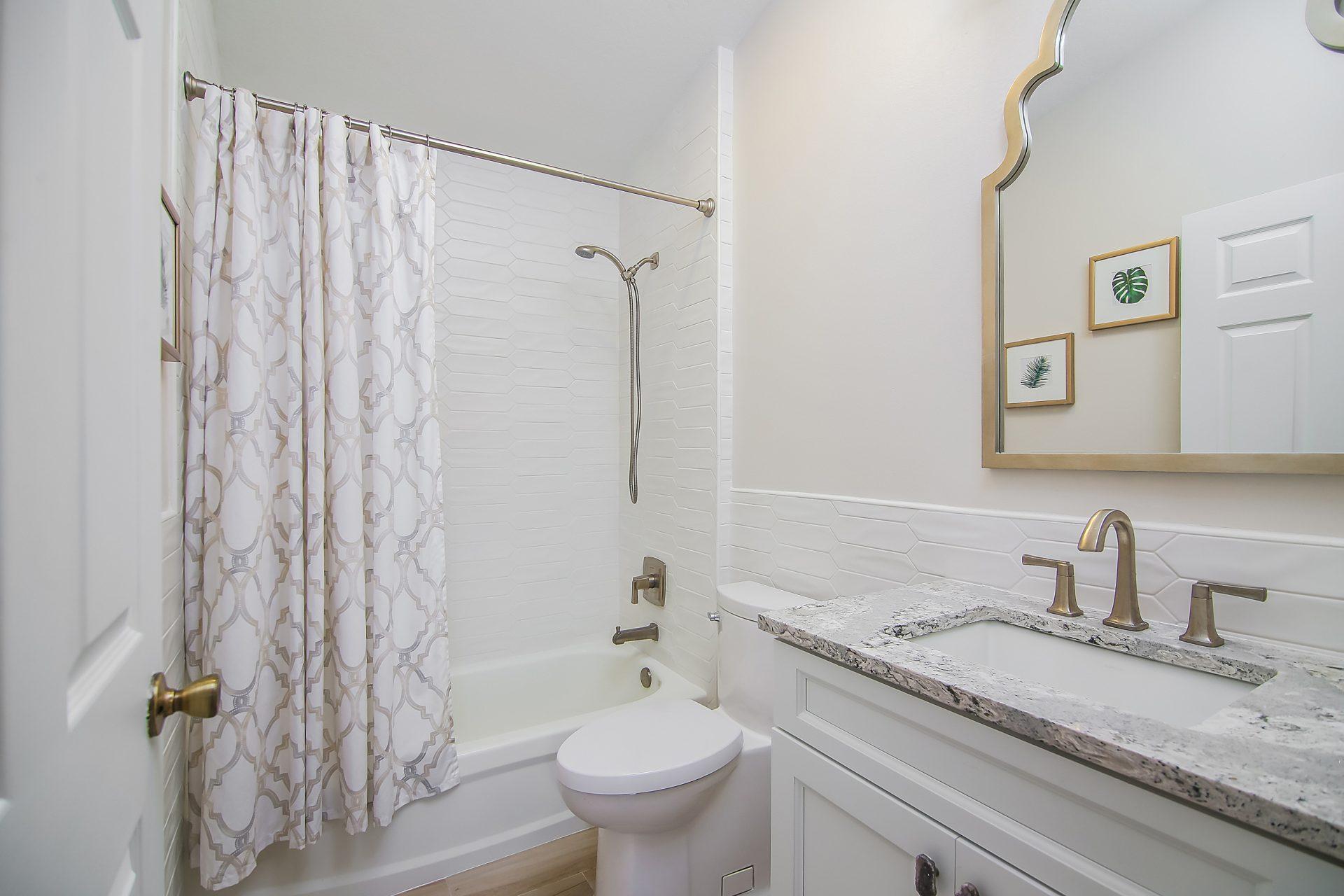 Fern Circle   Guest Bathroom