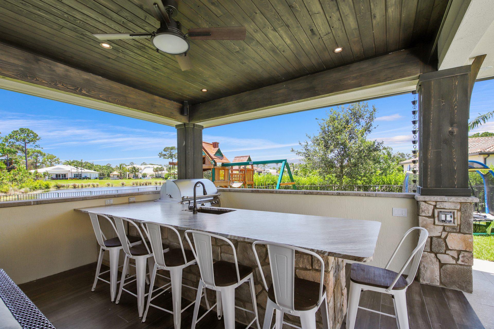 Radcliffe Veranda | Outdoor Kitchen