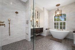 Belle Maison Drive - Master Bathroom