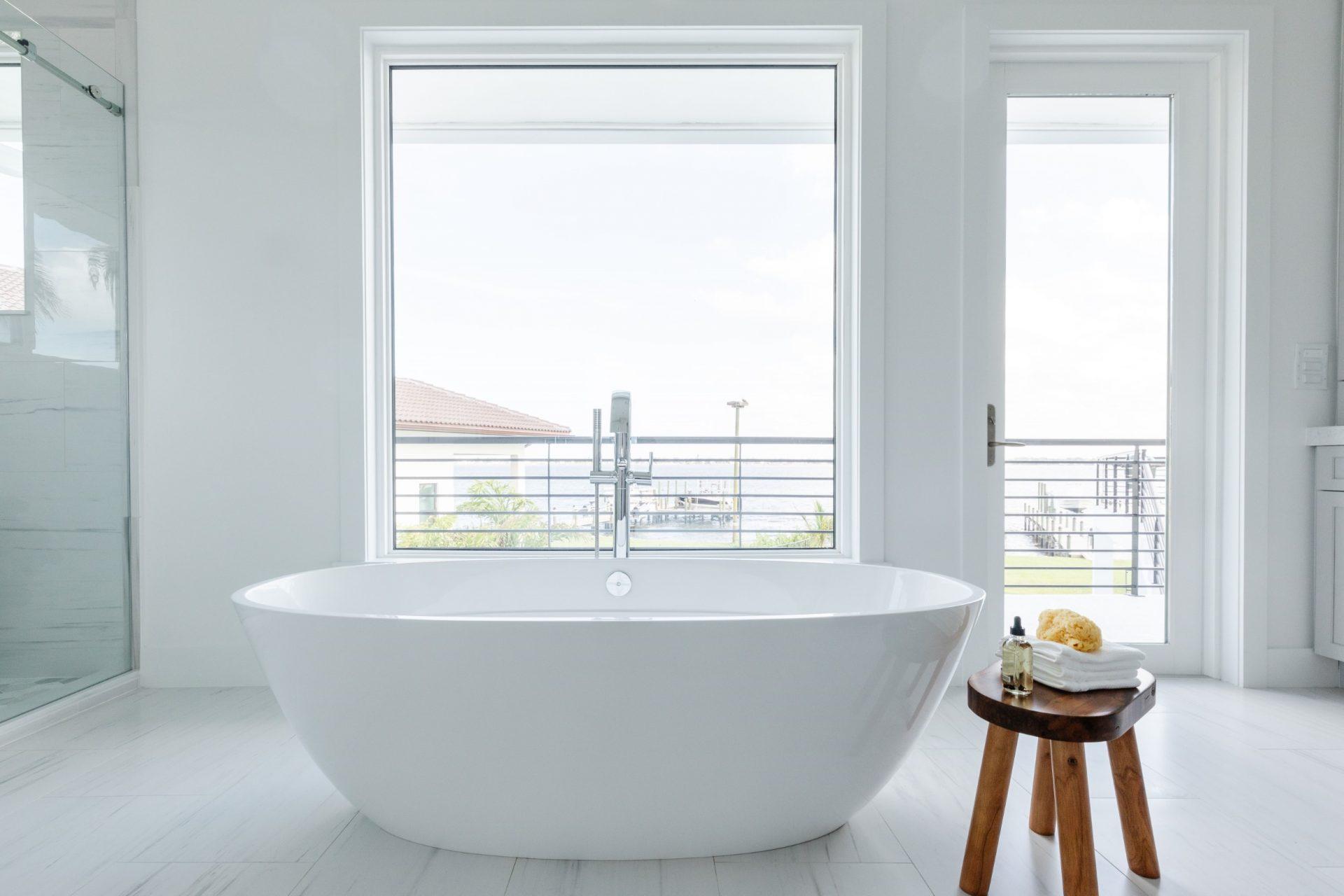 Peet's Perch | Master Bathroom Tub