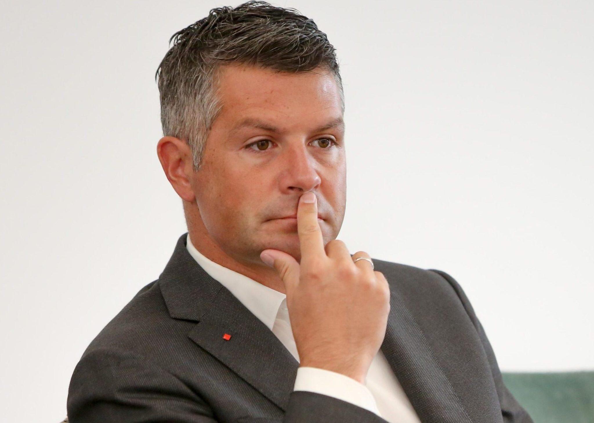 """Nov """"šok"""" za Levico: Po prodaji NLB morajo kupiti še Boxerje"""