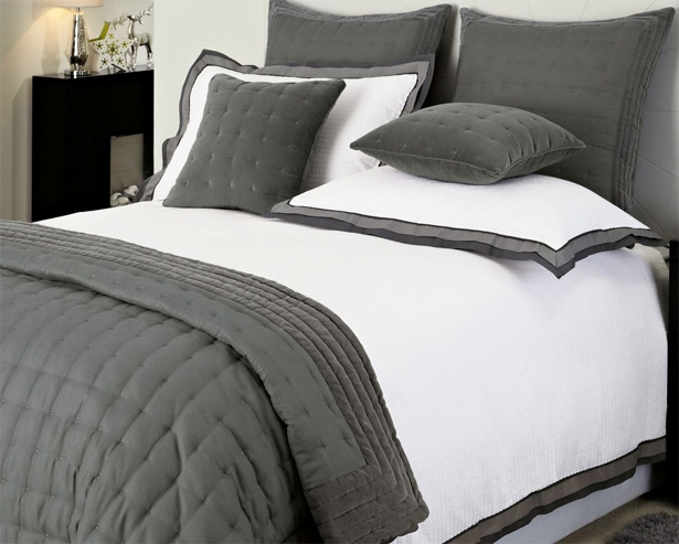 Grey Border Seersucker Bed Set