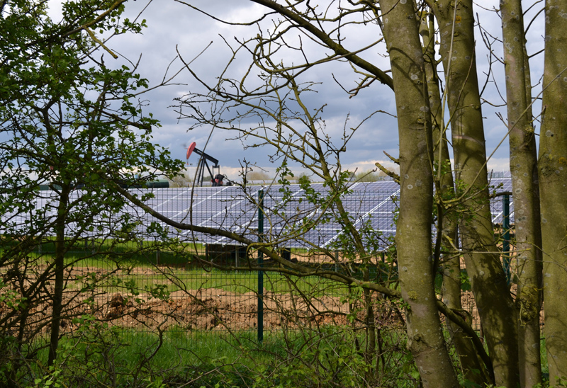 Stephen Langton Trail - Towards Fiskerton, Gas and Solar Power