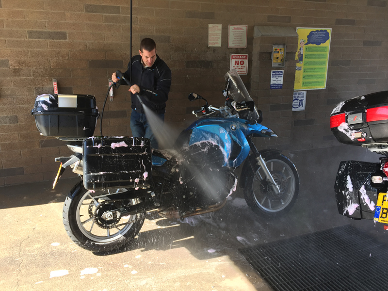 Zartusacan - Washing the Bikes