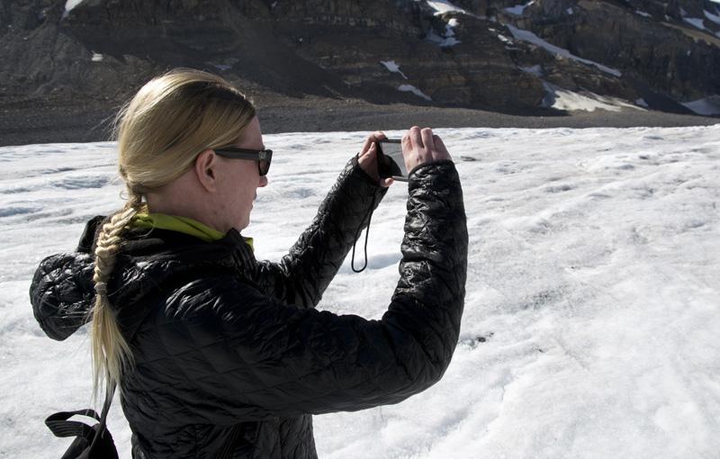 On a Glacier- Ghostek Atmoic Waterproof iPhone Case Review