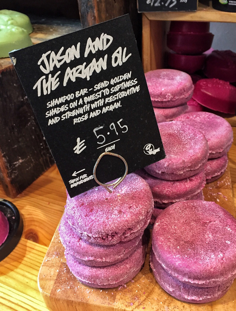 ENVIRONMENTALLY FRIENDLY BEAUTY | LUSH SHAMPOO BAR