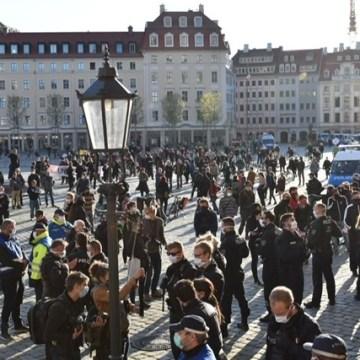 In Dresden demonstrierten vereinzelt Demonstranten auf dem Neumarkt.