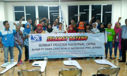 BENDERA SPN BERKIBAR DI PARKLAND WORD INDONESIA JEPARA