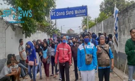 PERUNDINGAN DEADLOCK, PEKERJA PT DONG SUNG MULSAN INDONESIA LAKUKAN UNJUK RASA