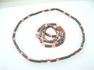red wooden beaded jewellery http://spoilmesilly.com.au/