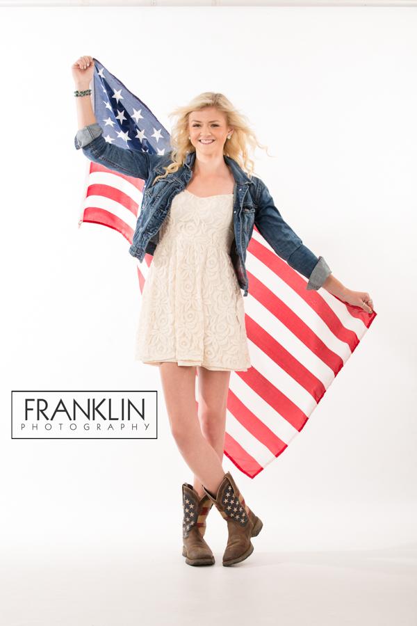 spokane senior photographer girl with american flag