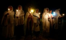 Ethiopian Orthodox faithful hold candles as they attend the eve-prayers during the Timket celebration to commemorate the baptism of Jesus Christ by John the Baptist in the River Jordan, in Gondar, Ethiopia, January 19, 2017. REUTERS/Tiksa Negeri