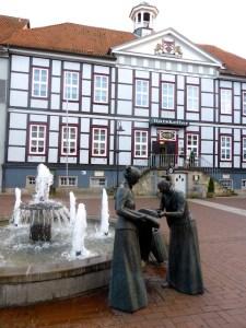 Luechow Rathaus Brunnen Skulptur