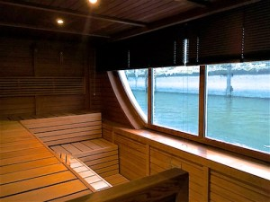 fr-a-rosa-roman-sauna-mit-ausblick