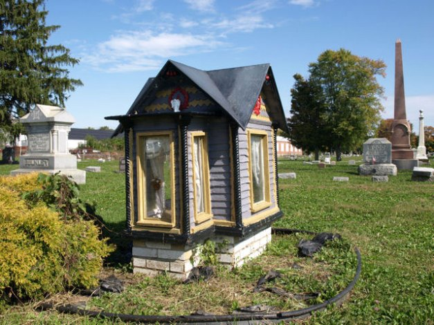 vivian-mae-allison-dollhouse-grave1