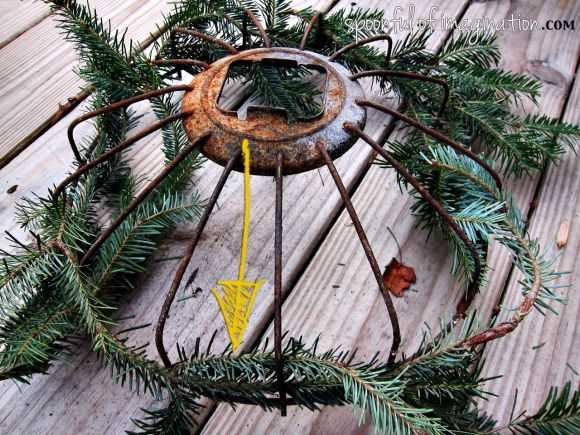 christmas_trimming_wreath