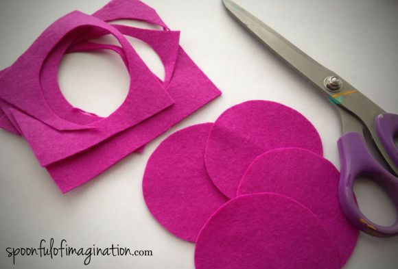 cutting_felt_circles