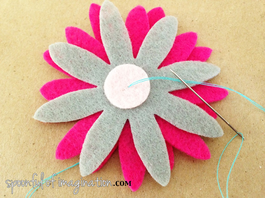 sewing_felt_flower