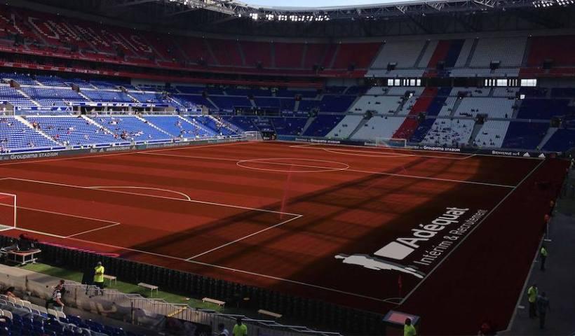 écran du Groupama Stadium piraté