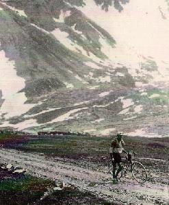 1911 octave Lapize pendant le tour de France . La qualité des routes n'est pas la même aujourd'hui