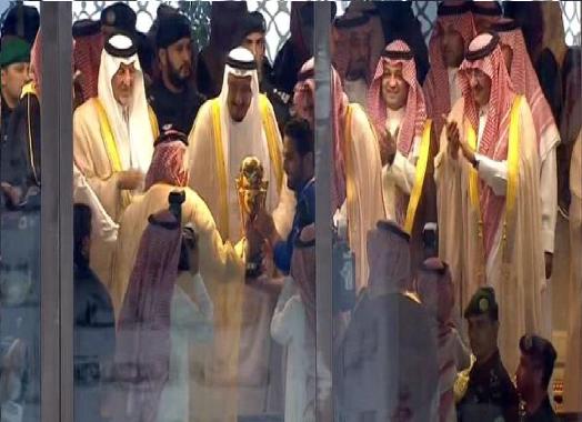 بالفيديو والصور: خادم الحرمين يتوج الهلال بطلا لكأس الملك