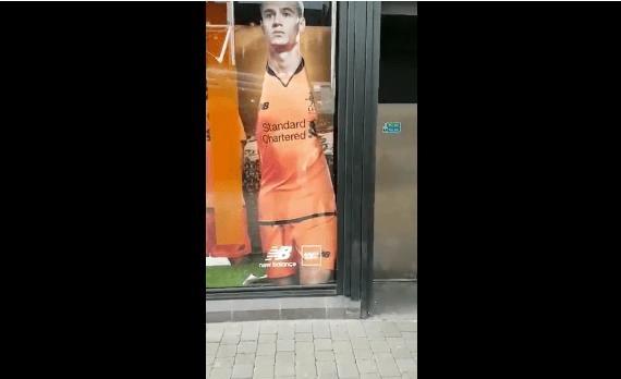 بالفيديو: متجر ليفربول يزيل صورة كوتينيو!
