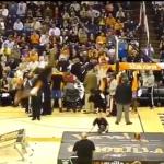 بالفيديو : شاهد.. لقطة خطيرة  للاعب كرة سلة !