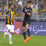بالفيديو.. لمسة مميزة من لاعب الشباب مؤيد اللافي!
