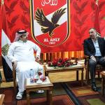 بالصور.. آل الشيخ يزور الأهلي المصري ويبارك للاعبين لقب الدوري