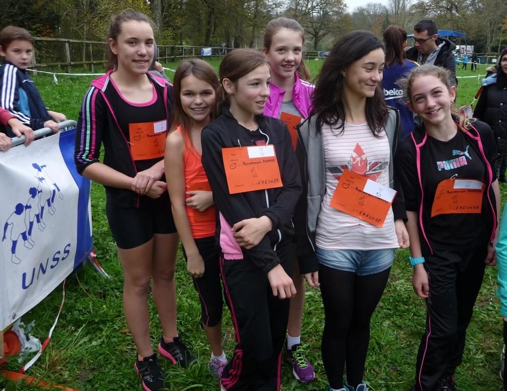 L'equipe des Benjamines filles 2eme annee (nees en 2003) sur la ligne de départ terminera 9ème du classement par equipe (de g à dr: Fiona LE PEN, Loëva SURIOT, Lena FOURNEL, Tiffany DENUAULT, Lea Bermejo, Lea LAHOUSSE-COP)