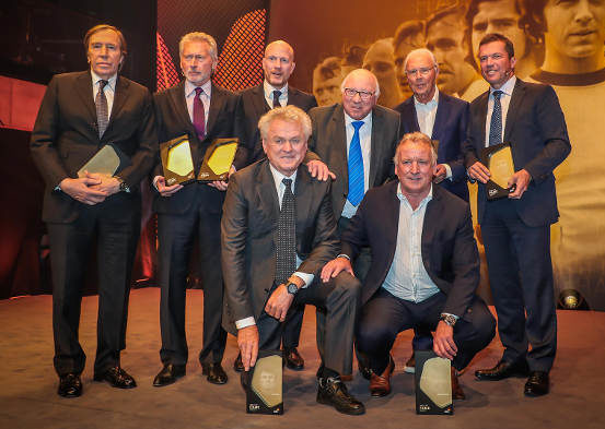 Hall of Fame - (v.l.) Günter Netzer, Paul Breitner, Matthias Sammer, Uwe Seeler, Franz Beckenbauer, Lothar Matthäus, (unten v.l.) Sepp Maier, Andreas Brehme - Foto: Deutsches Fußball-Museum/Schütze