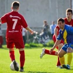 """Progresul juniorilor - satisfacția """"lanternei"""", pofta de goluri a """"galben-albaștrilor"""" continuă : CS Dorobanți – Șoimii Șimand  3-4"""