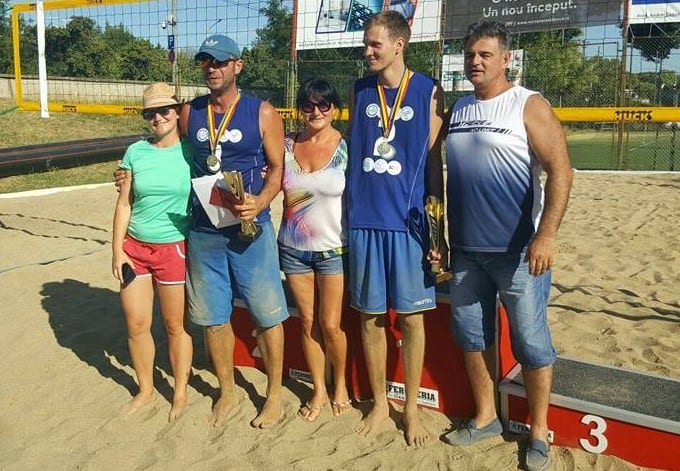 Nisipul fin de acasă: Mascovits - Vîrlan, tandemul câștigător al etapei arădene la volei pe plajă