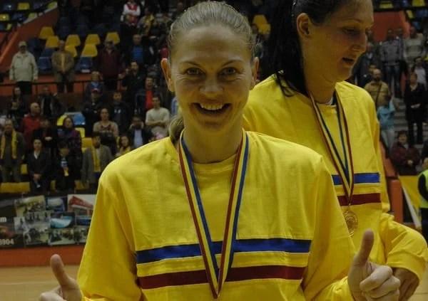 Primul tur al Cupei României la baschet feminin o readuce pe Moni Brosovszky pe parchetul Polivalentei, în tricoul Timișoarei
