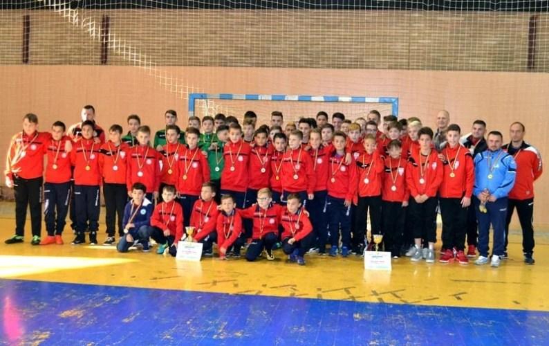 Campionii județeni la juniori și-au primit distincțiile din partea AJF Arad și au aflat de la președintele Lucaci că li se pregătesc noi competiții