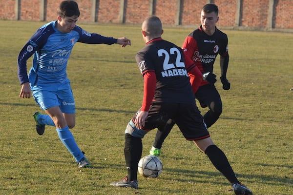 """Victorie """"roș-albă"""" cu garnitura secundă: Unirea Sântana – UTA 3-4"""