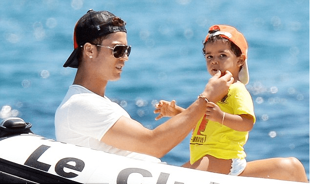 10 enchanting photos of footballers with their kids
