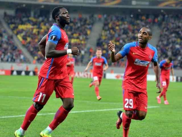 Sulley Muniru se bucura dupa golul marcat alaturi de William De Amorim