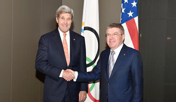 John Kerry et Thomas Bach