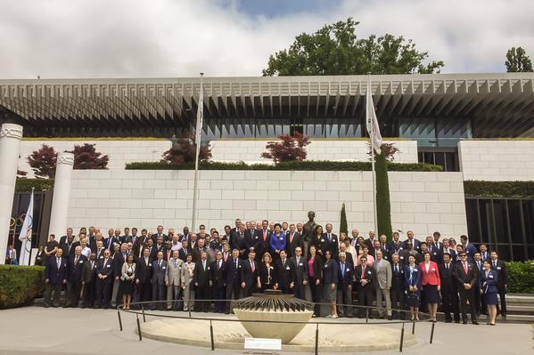 Les membres du CIO avec les délégations des Villes Candidates (Crédits - Almaty 2022)