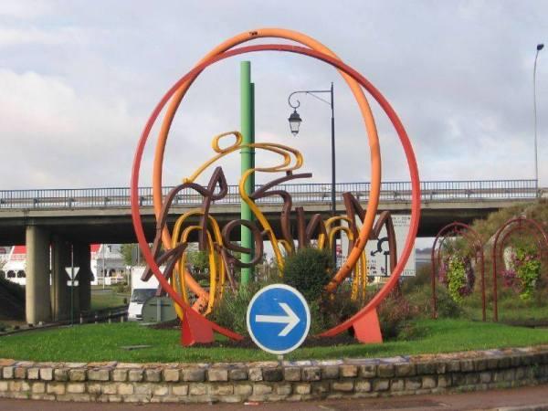 Sculpture à l'entrée de la ville, rappelant le départ du Tour de France 1903 (Crédits - Sébastien Barké)