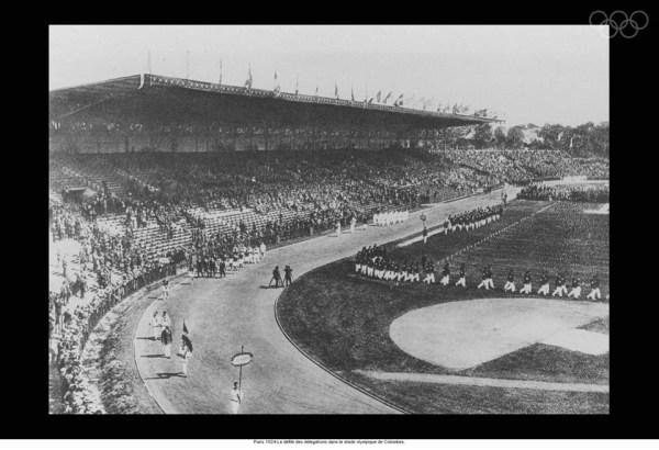 Le défilé des délégations dans le Stade Olympique de Colombes (Crédits - Comité International Olympique)