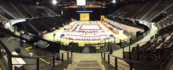 Vue intérieure de la Park&Suites Arena lors des préparatifs liés aux Championnats d'Europe 2015 (Crédits - Artistic Gymnastics European Championships 2015)