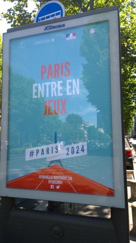Affiche promotionnelle dans le XIVe arrondissement de Paris (Crédits - Sport & Société)